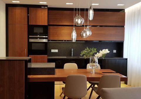 Luxusně zařízený byt 2kk v tmavých barvách