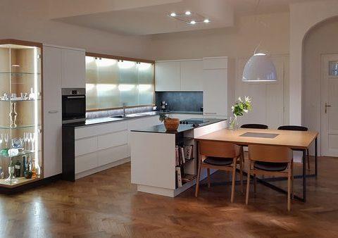 Moderní kuchyně v prvorepublikové vile