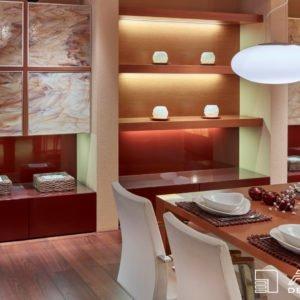 Součástí jídelny jsou architektem navržené tři zajímavě řešené nábytkové sestavy osazené do sádrokartonových příček