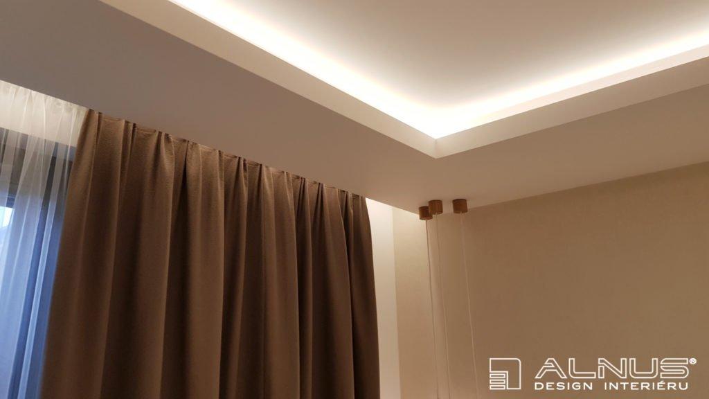 nasvícení stropu v interiéru bytu
