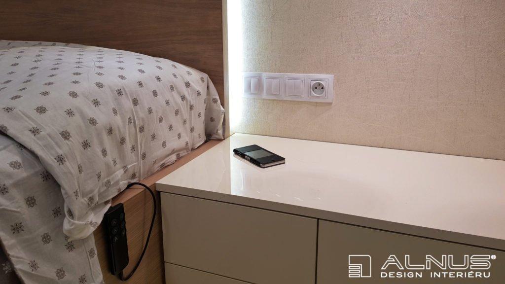 bezdrátové dobíjení telefonu v desce nábytku