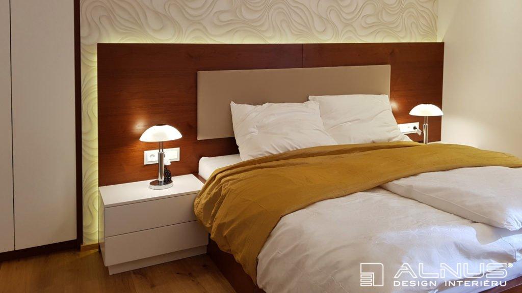 design podsvíceného čela postele v interiéru bytu 2+kk