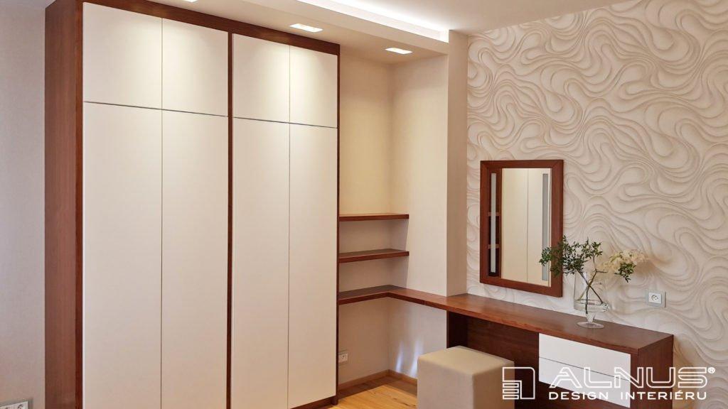 dámský toaletní stolek se skříněmi v ložnici na míru