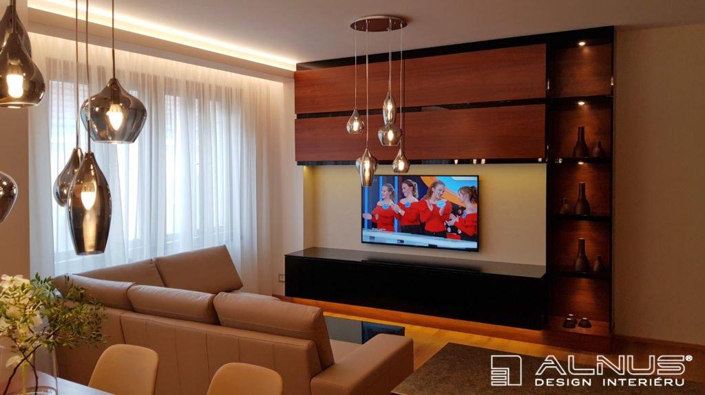 obývací pokoj s kuchyní a jídelnou v bytě 2+kk