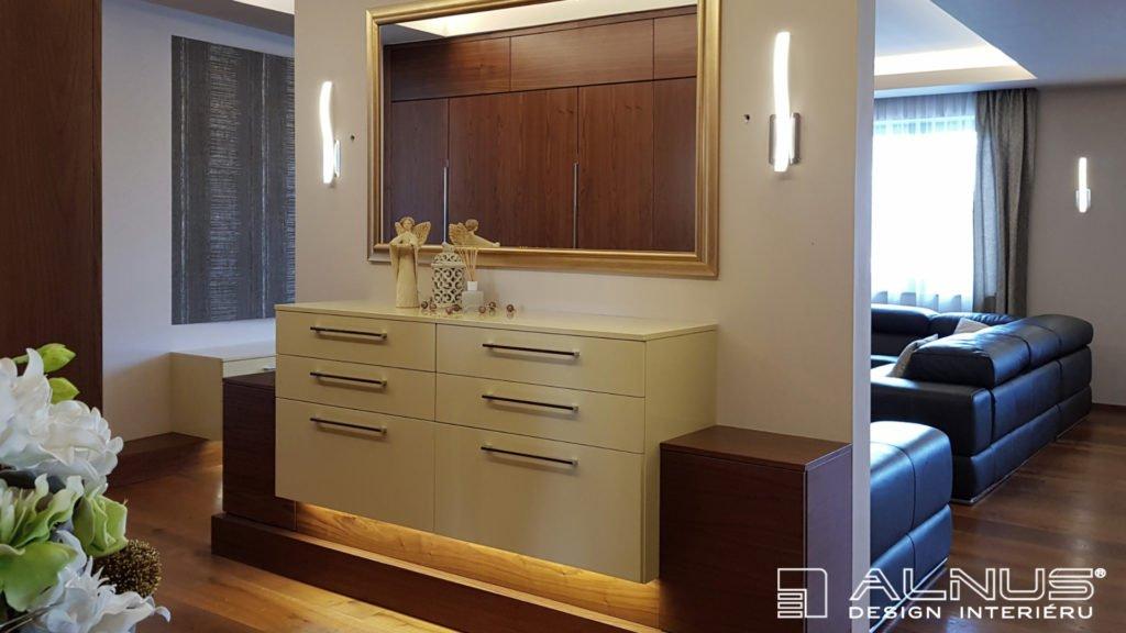 design komody v předsíni bytu