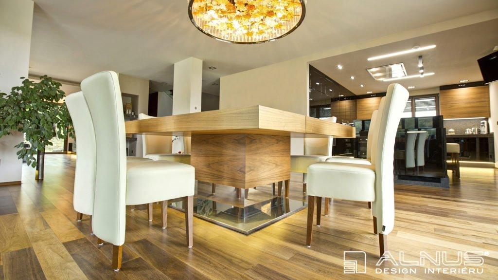 velký jídelní stůl na centrální podnoži vyrobený na zakázku