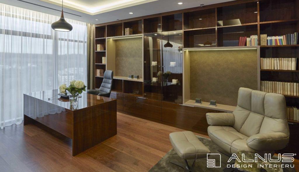 interiér pracovny v moderním bytě v praze