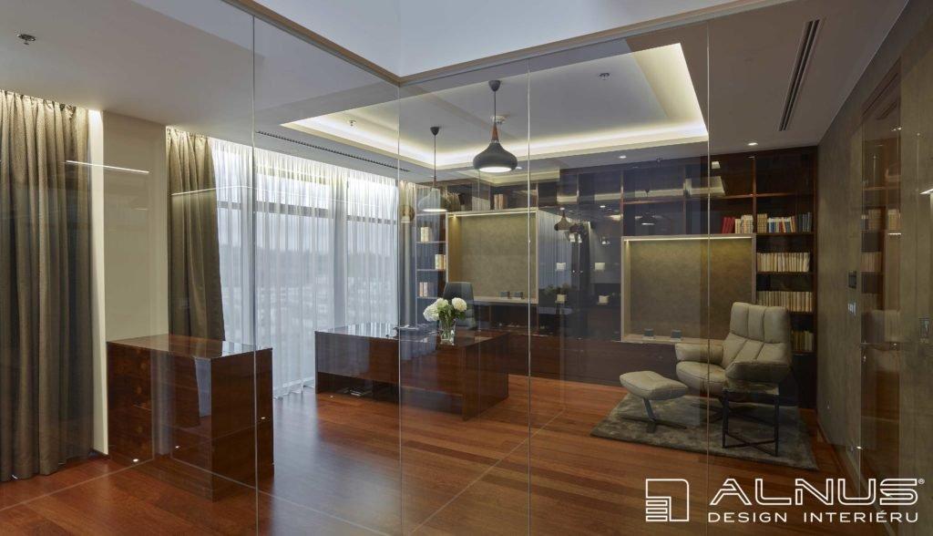 interiér pracovny v moderním bytě