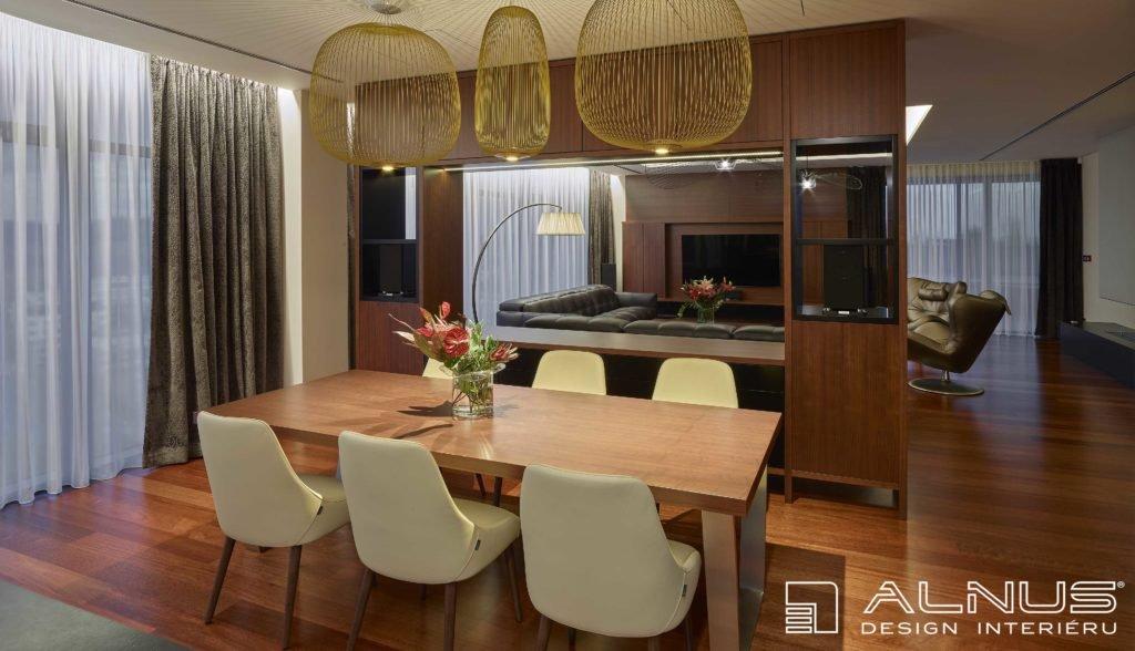 interiér jídelny a obývacího pokoje