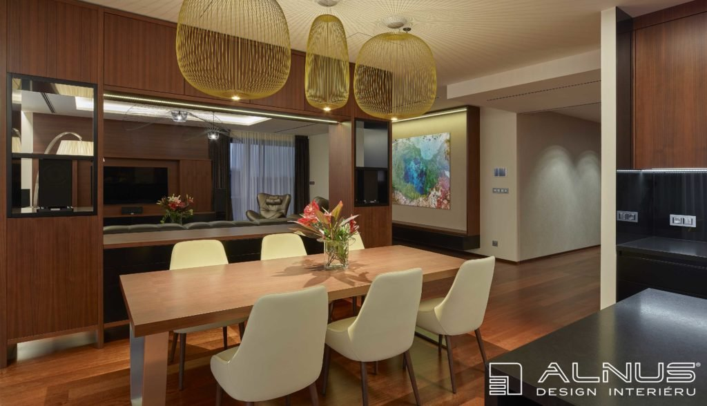 propojená kuchyně s jídelnou a obývákem