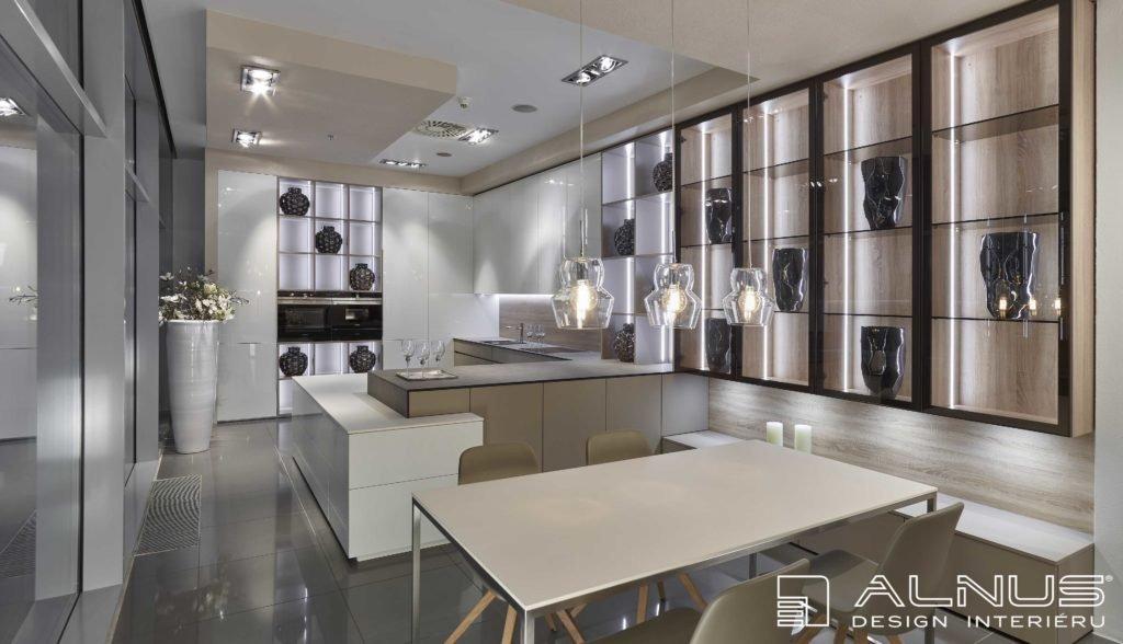 moderní kuchyně ve vysokém lesku s jídelnou