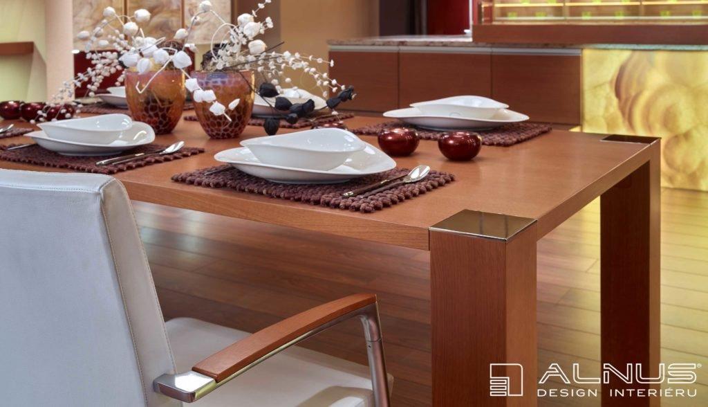 designový jídelní stůl luxusního interiéru domu