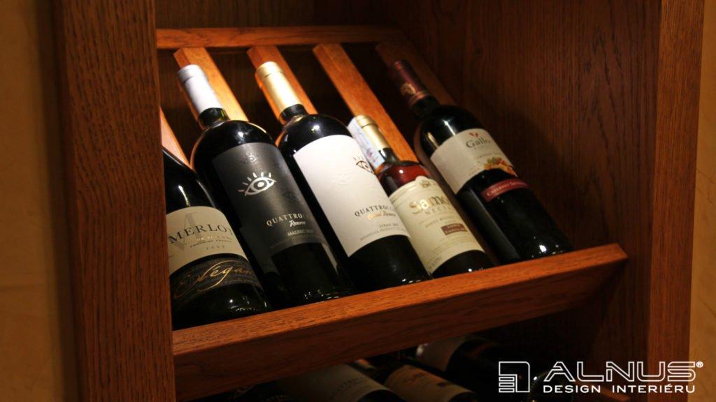 sklopné rošty na víno v interiéru domácí vinotéky