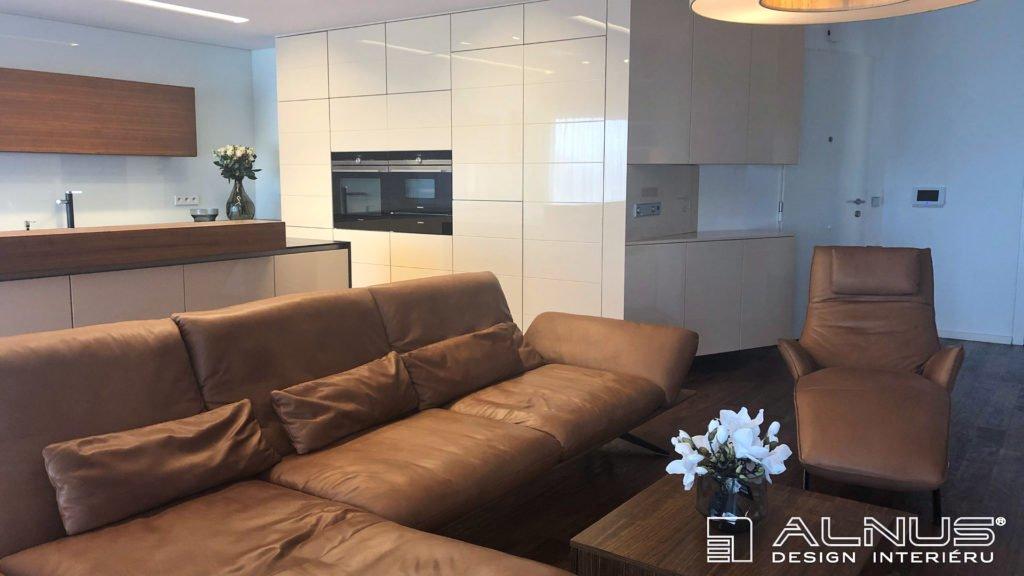 obývací pokoj s kuchyní na míru