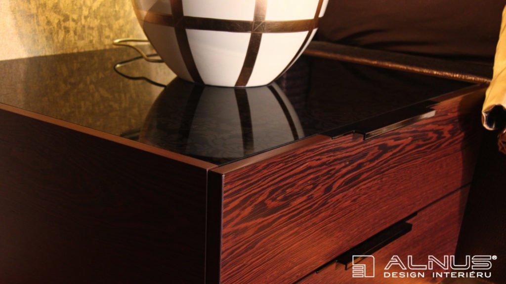 detail vloženého skla v nábytku