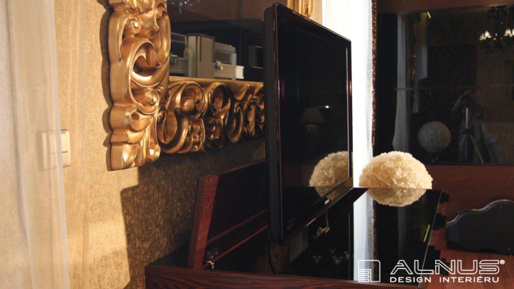 detail výsuvné tv v interiéru ložnice