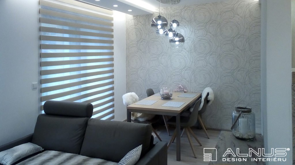 jídelna v interiéru malého bytu 2+kk
