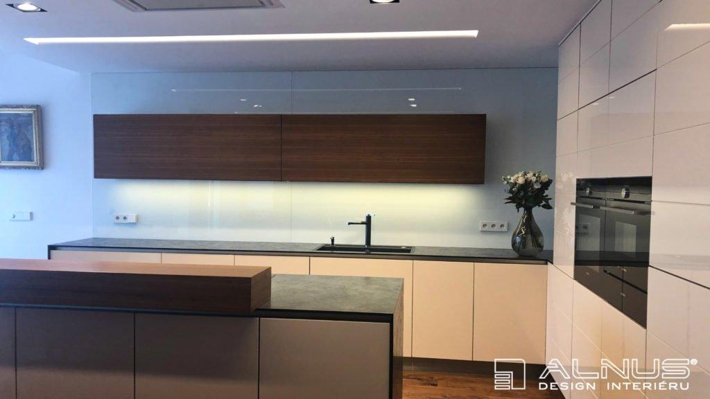 minimalistický interiér kuchyně