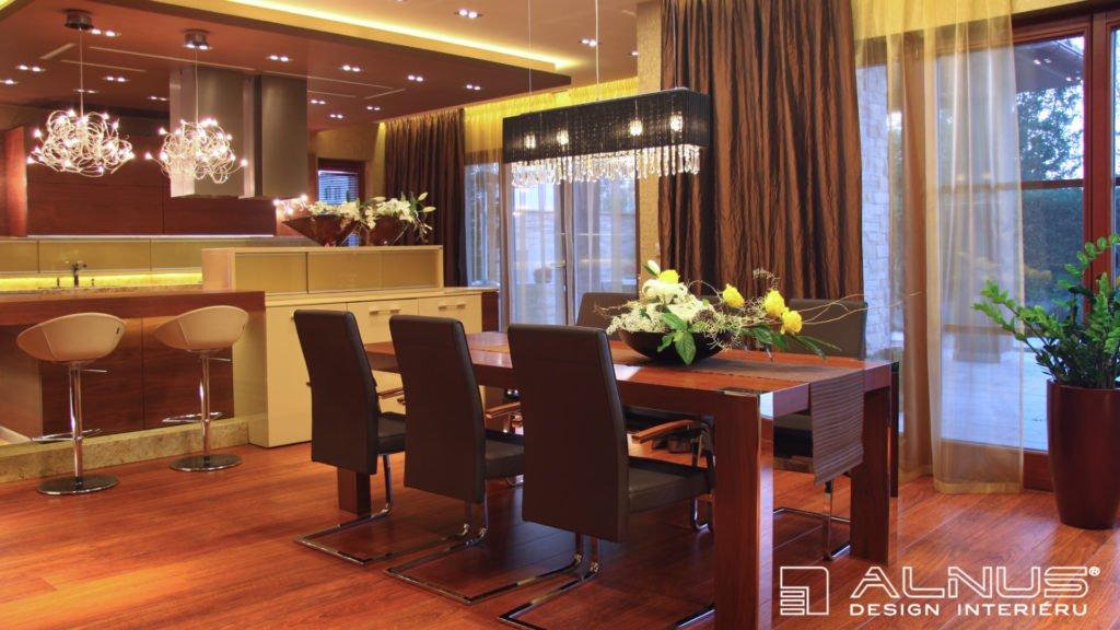 luxusní kuchyně s jídelnou a podhledy