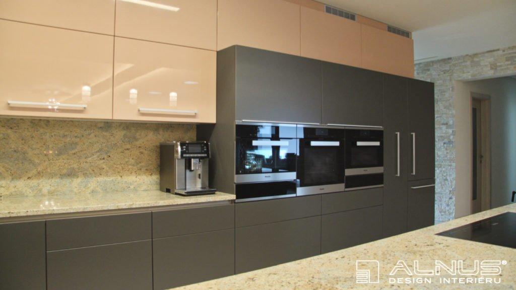 kombinace barev v moderní kuchyni