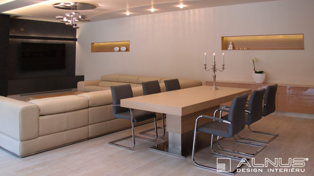 jídelní stůl s centrální podnoží