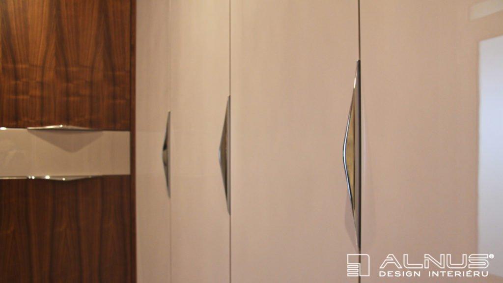 design úchytek vestavěné skříně