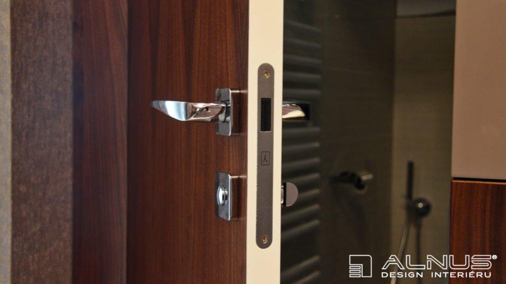 klika v luxusních bezfalcových dveřích