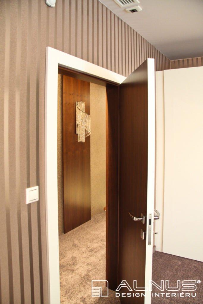 bezfalcové dveře v bílé barvě ve vysokém lesku a v dýze