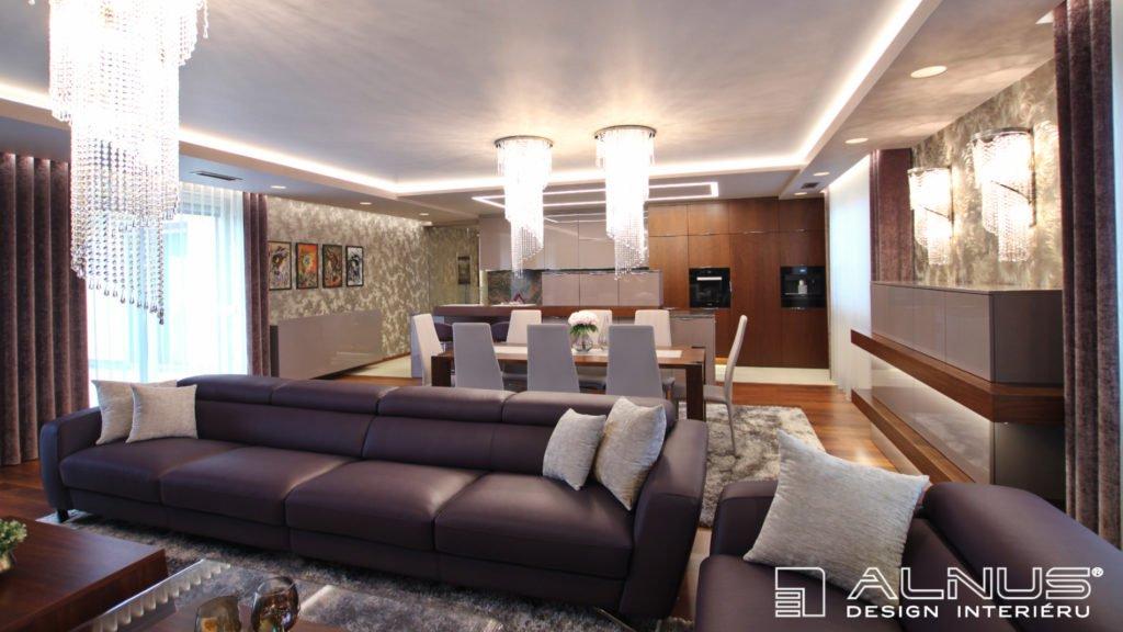 sedačka v interiéru kuchyně s jídelnou a obývacím pokojem