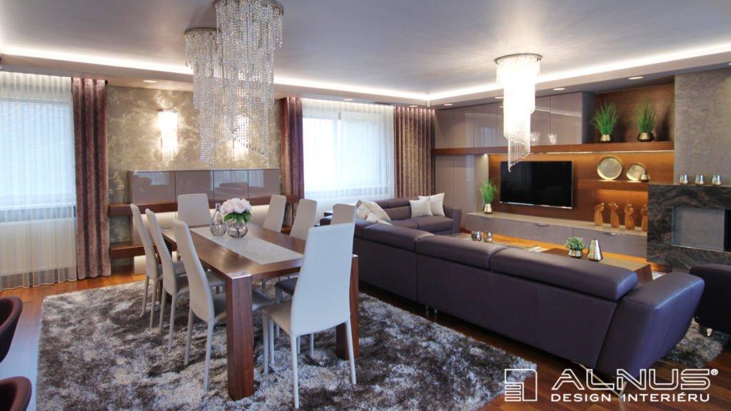 jídelna a obývací pokoj s krbem