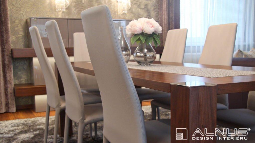 jídelní stůl bez lubů