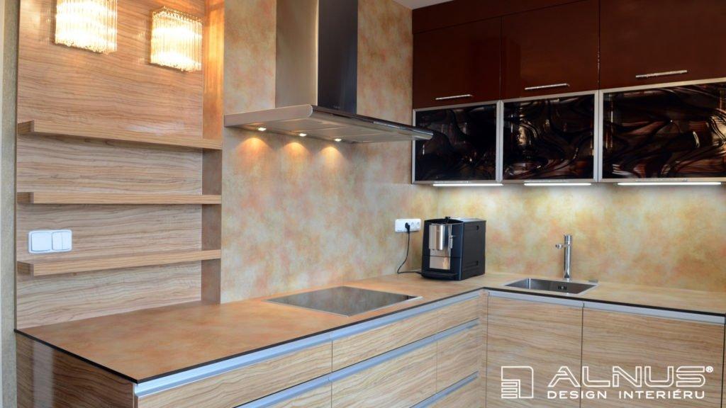 kompaktní pracovní deska moderní kuchyně v malém bytě