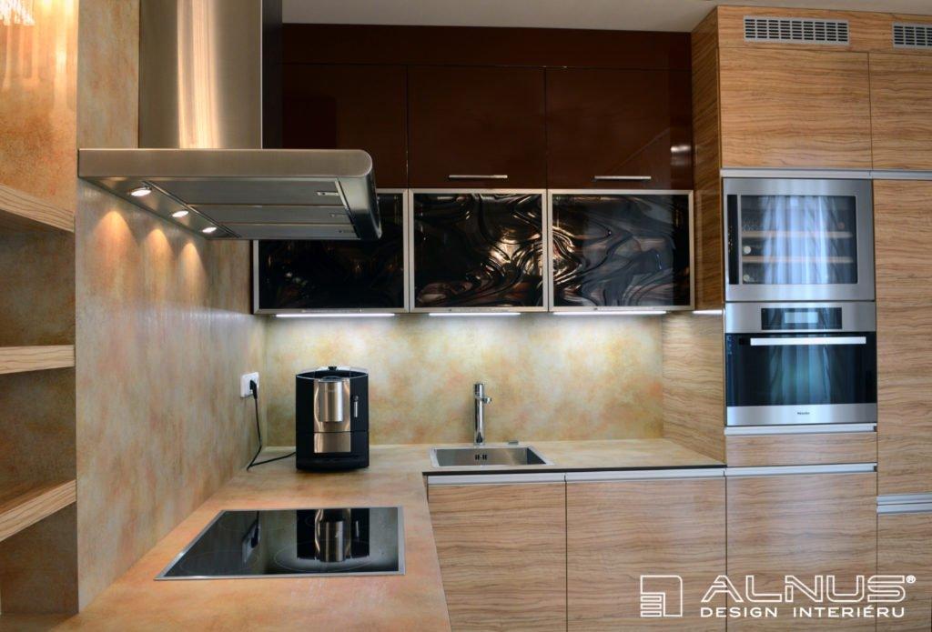 moderní kuchyně v malém bytě