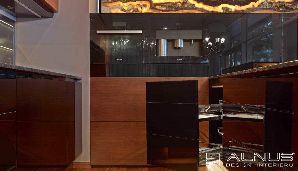 rohový karusel v moderní kuchyni