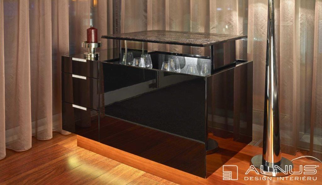 designový nábytek ve vysokém lesku s výsuvným barem
