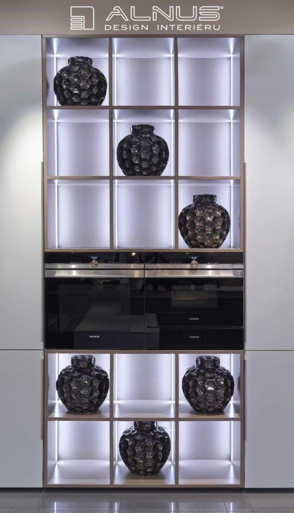 moderní kuchyně s prosvícenými nikami