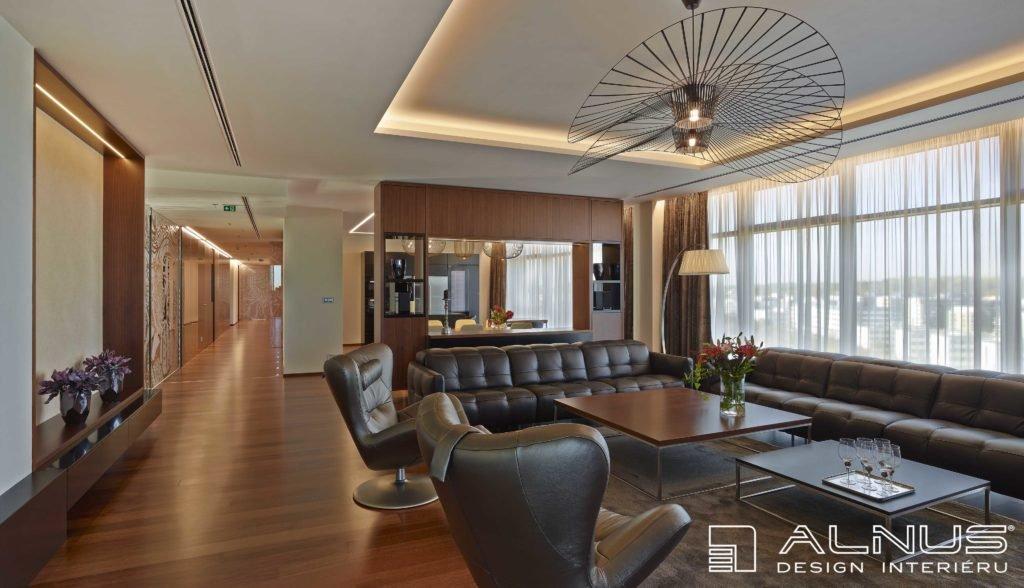 moderní obývací pokoj s kuchyní v bytě
