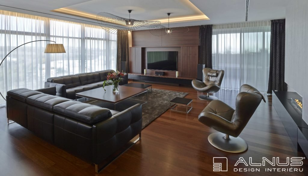 moderní obývací pokoj s krbem a podsvícení stropu