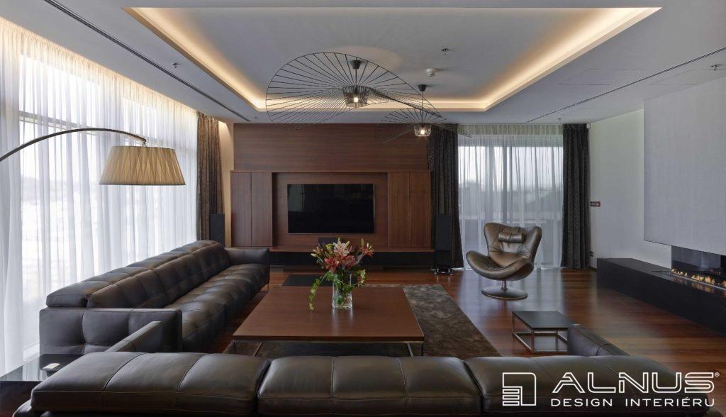 podsvícení stropu v interiéru moderního bytu