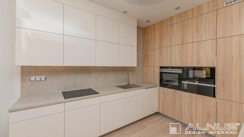 moderní kuchyně v bílé barvě