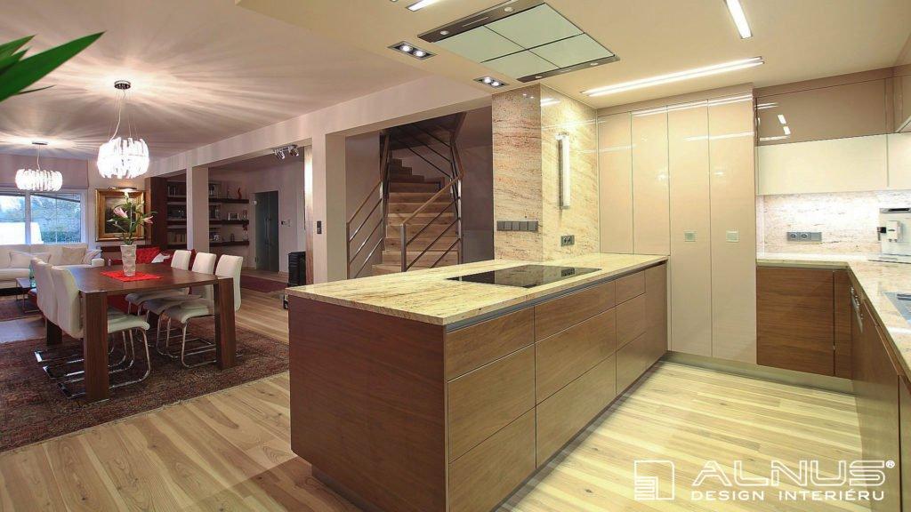 rekonstrukce domu interiéru kuchyně s obývacím pokojem
