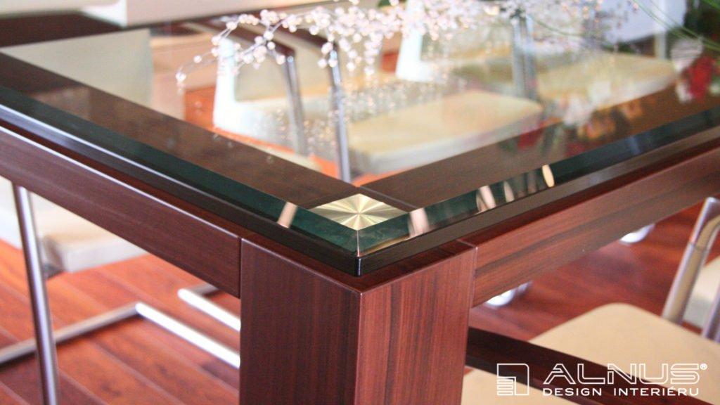 výroba jídelního stolu na zakázku