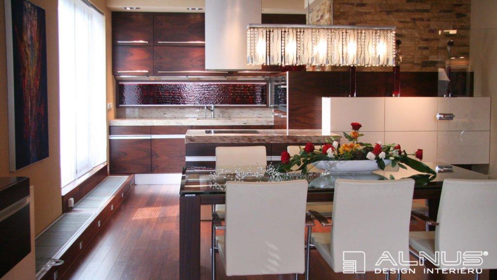 moderní kuchyně s ostrůvkem a se skrytým radiátorem