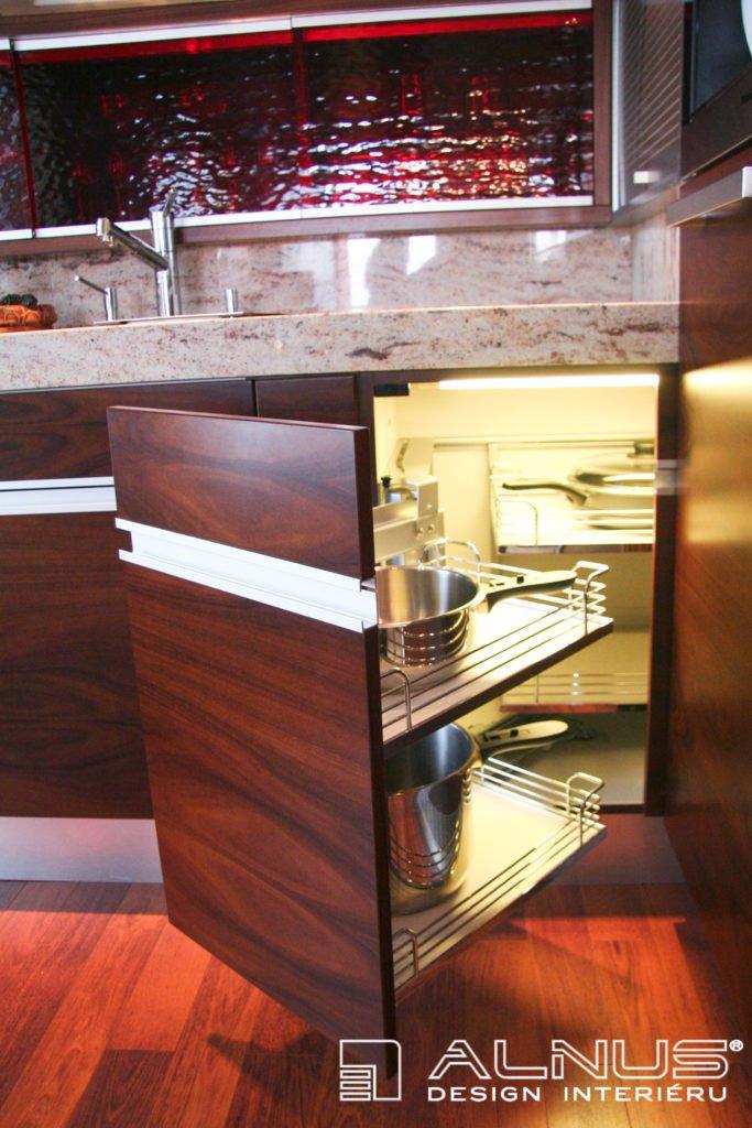 rohový karusel moderní kuchyně s vnitřním osvětlením
