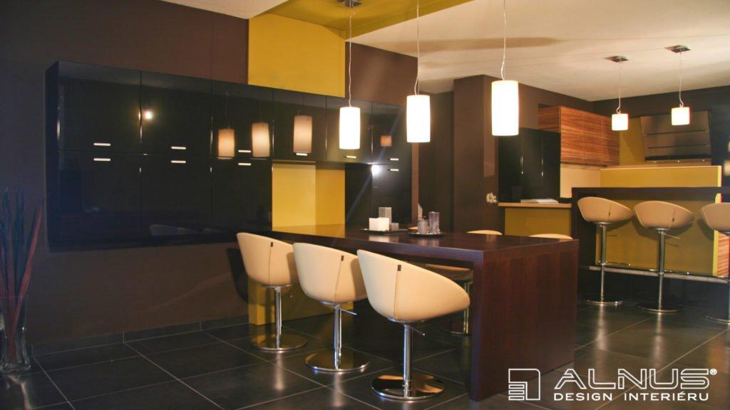design integrovaného jídelního stolu v interiéru moderního bytu
