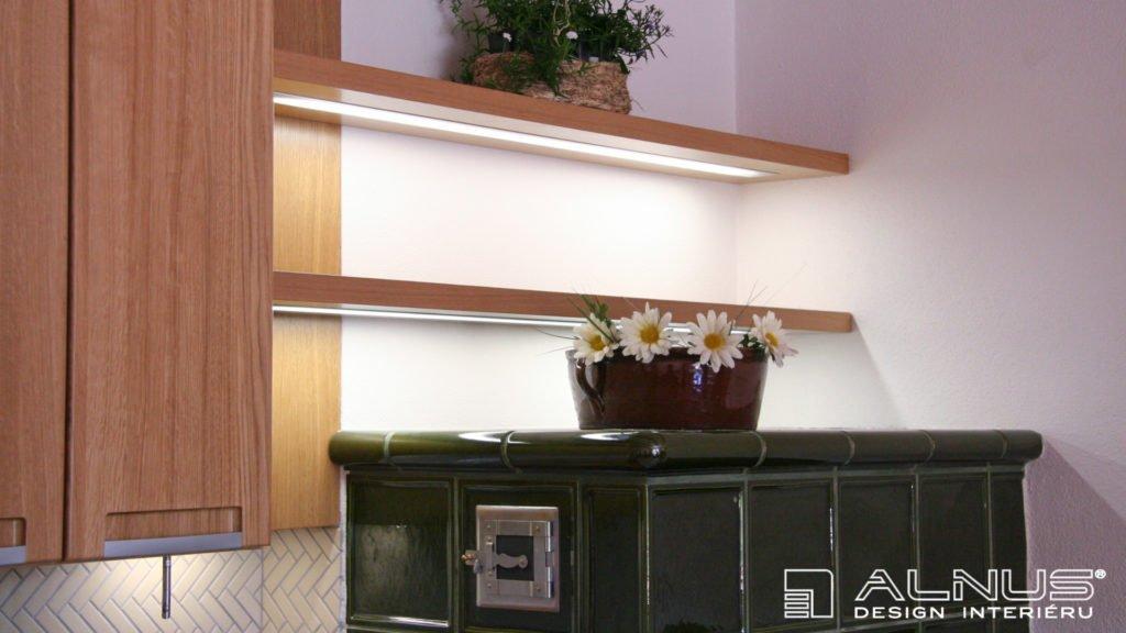 podsvícené police kuchyně vintage styl