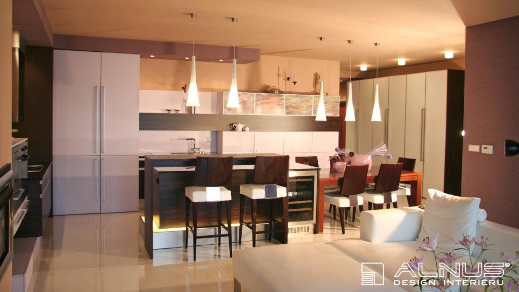 interiér kuchyně s ostrůvkem