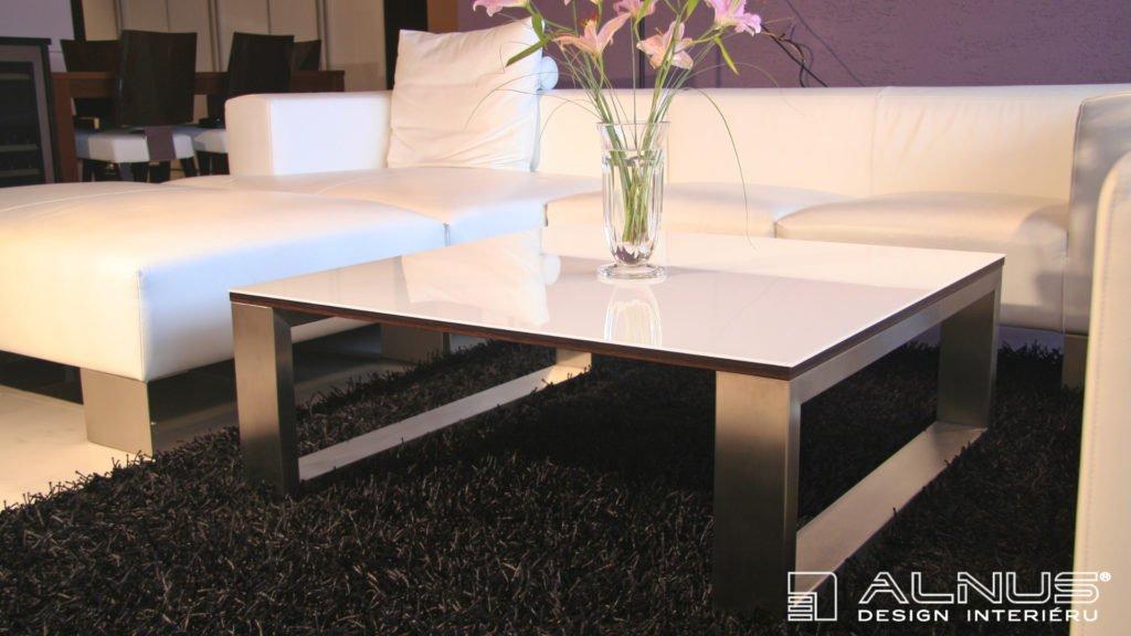 design konferenčního stolku v interiéru bytu 3+kk