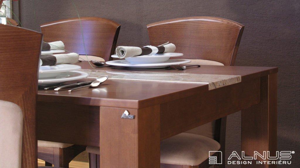 design jídelního stolu s vloženou žulou