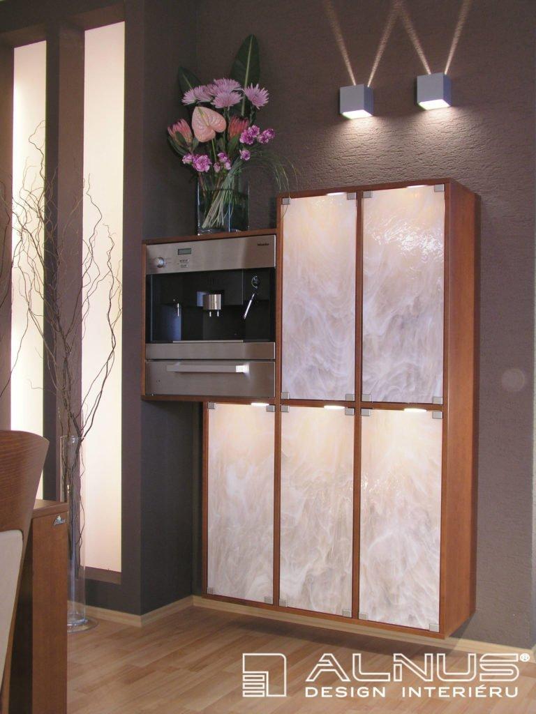 design skleníku s vestavným kávovarem v interiéru bytu